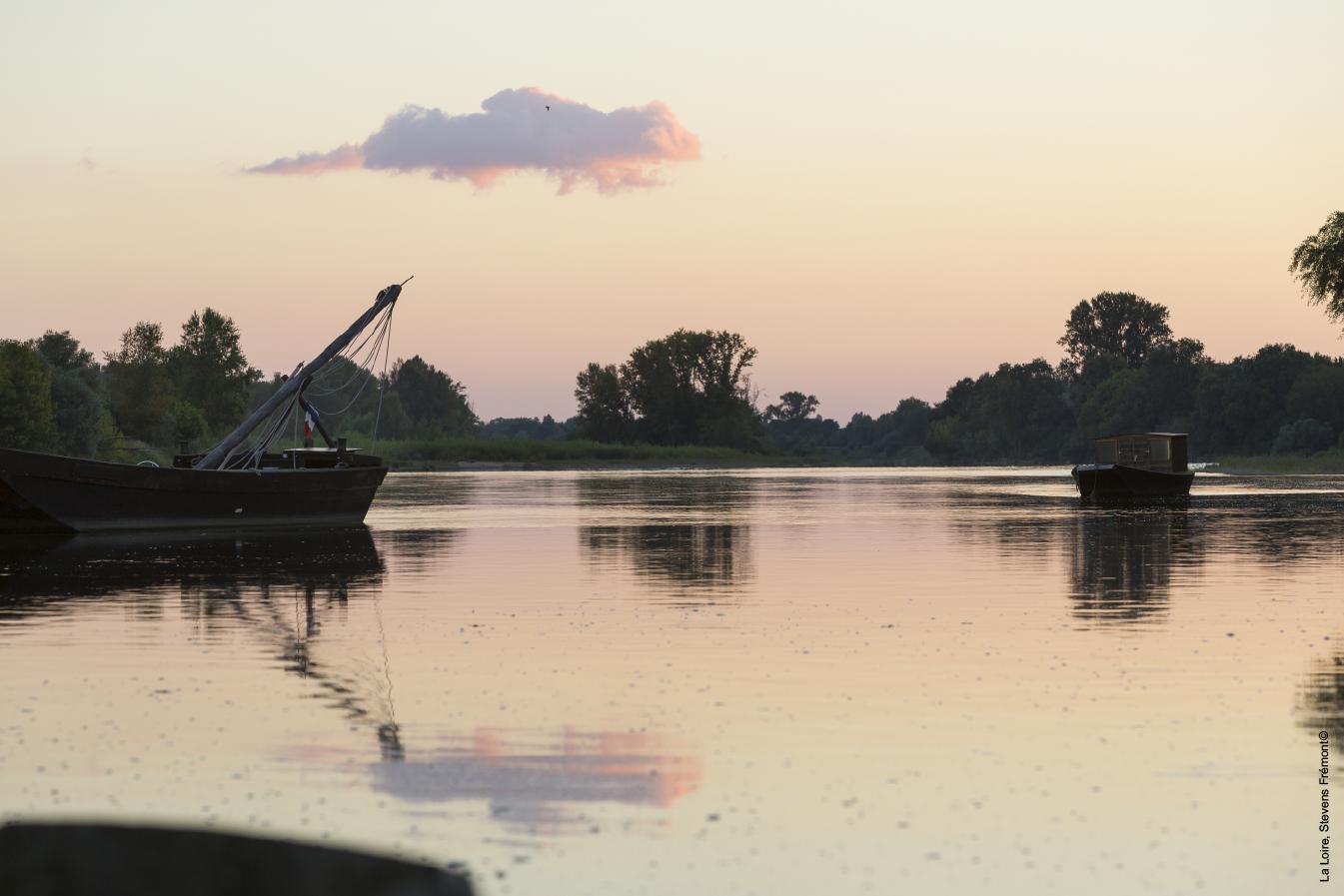 Photo prise sur la Loire à la tombée de la nuit (Région du Val de Loire)